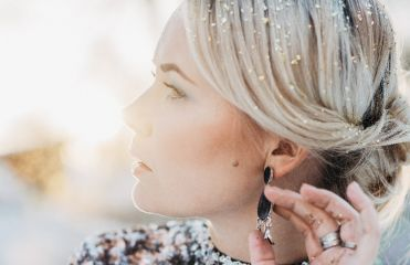 """Tendenza 2017: le """"glitter roots"""""""